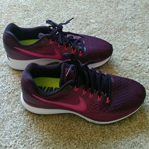 Nike Zoom Athletic Shoes